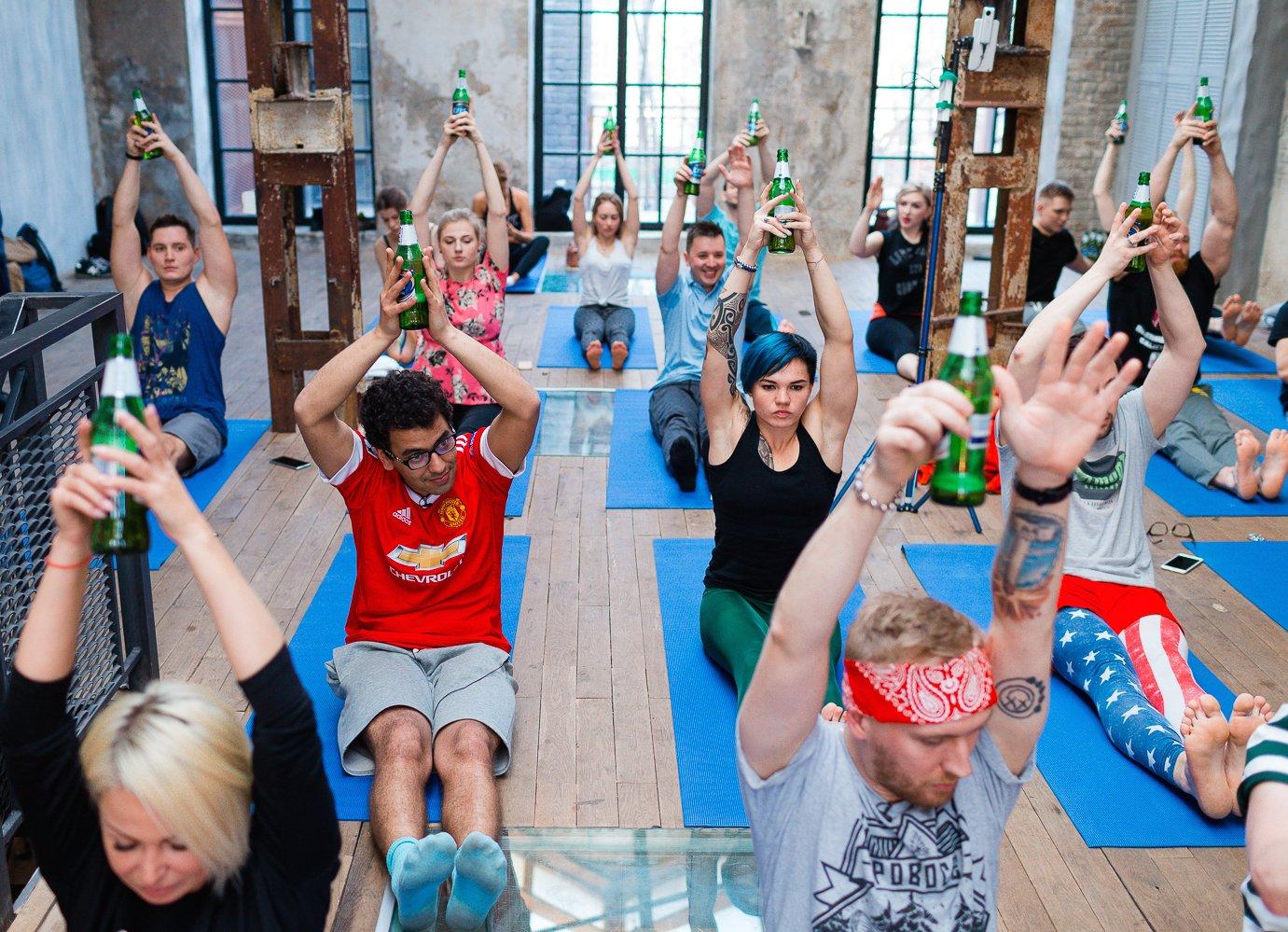 Организация первого официального занятия по пивной йоге в России